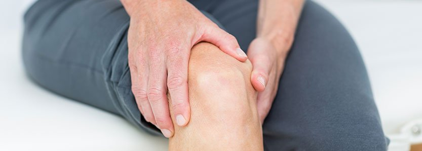 Severe Knee Pain Linked With Less Willingness to Undergo TKR Among Uninsured Patients