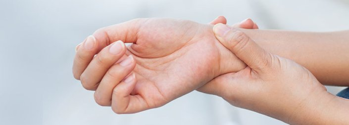 4 Common Causes of Wrist Pain, and How to Fix Them