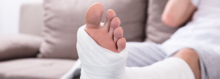 How to Tell if Your Foot is Broken: Symptoms & Treatment Options